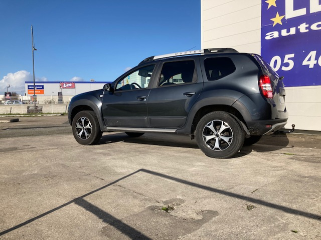 Photo 2 de l'offre de DACIA Duster Outdoor TCe 120 cv à 12500€ chez Lezeau automobiles